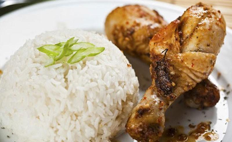 Μαριναρισμένο κοτόπουλο στο φούρνο με ρύζι