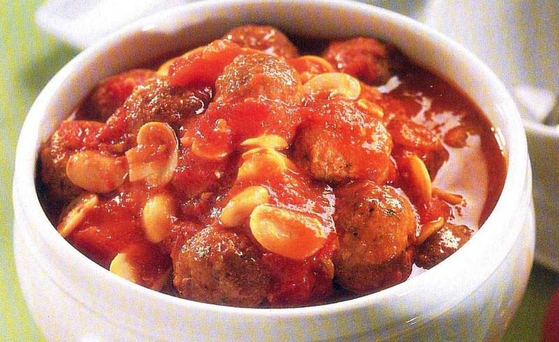 Κεφτεδάκια κοτόπουλου με μανιτάρια & κόκκινη σάλτσα