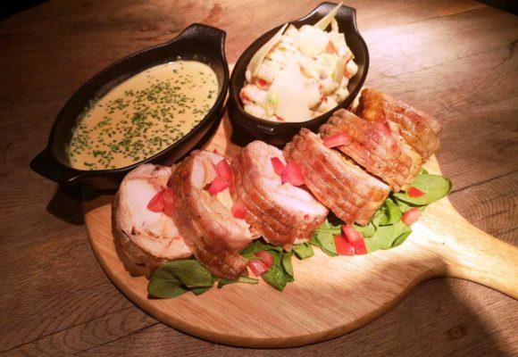 Τρυφερό ρoλό κοτόπουλο στη λαδόκολλα με πουρέ πατάτας και γρήγορη σάλτσα μουστάρδας