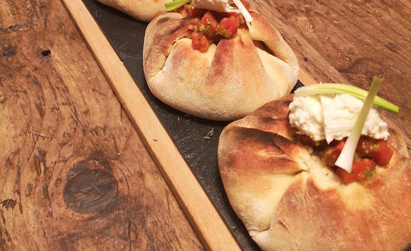 Φωλιές με Μπιφτέκια Kοτόπουλου, Mοτσαρέλα & Τομάτα