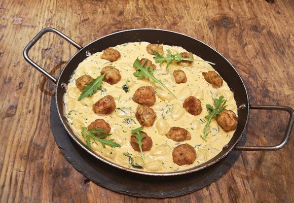 nioki με κεφτεδάκια κοτόπουλο, κρέμα και gorgonzola