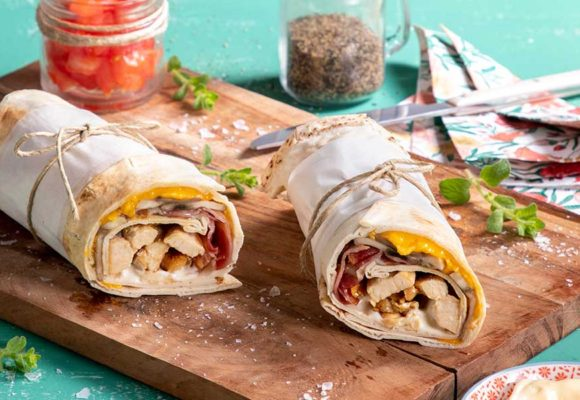 Wrap Aραβικής Πίτας με κοτόπουλο, τσένταρ και μανιτάρια