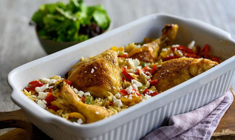 Γιουβέτσι με μπούτι κοτόπουλο, πολύχρωμες πιπεριές και φέτα