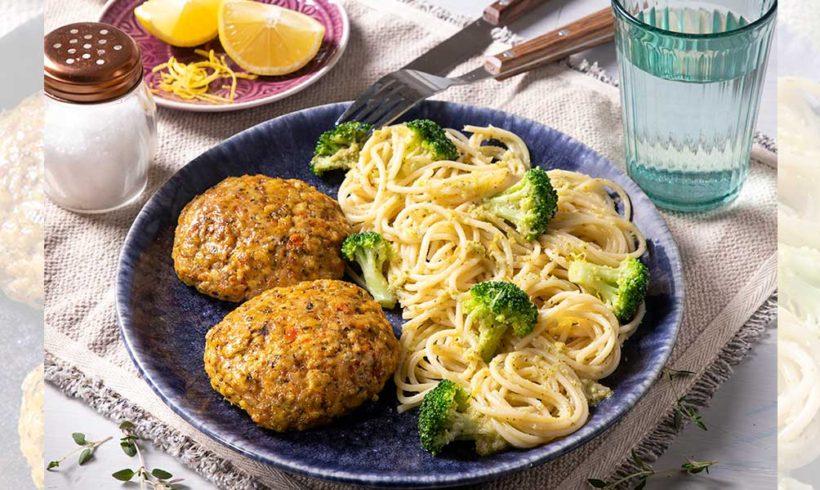 Σπαγγέτι gluten free με μπιφτέκι κοτόπουλου, με βρώμη και λαχανικά, μπρόκολο και σάλτσα λευκού κρασιού