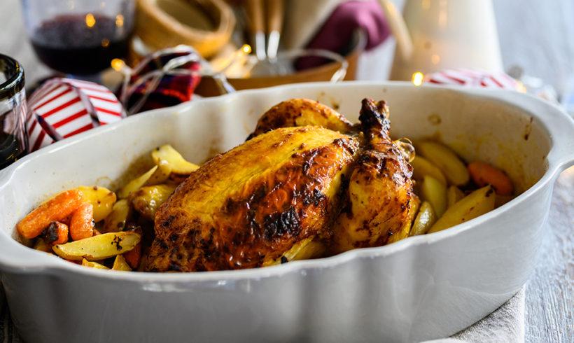 Ολόκληρο κοτόπουλο γεμιστό με βουτυράτα πράσα και λάιμ με baby πατάτες και καρότα
