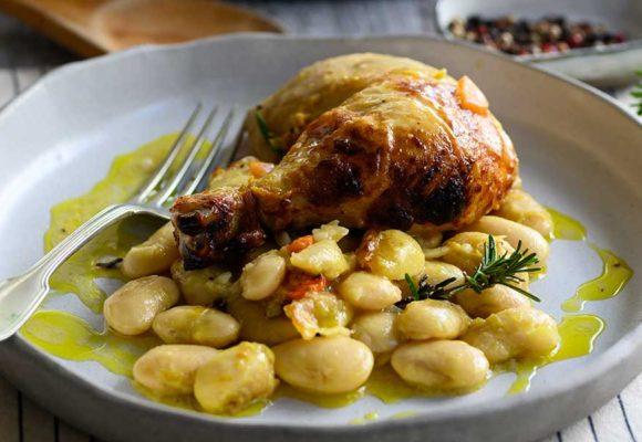 Κοτόπουλο στον φούρνο με βούτυρο, μπαχαρικά και λεμονάτους γίγαντες