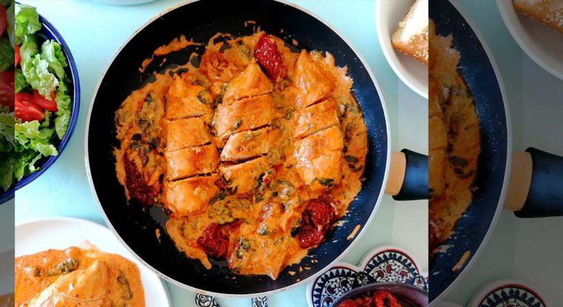 Κοτόπουλο σε κρεμώδη σάλτσα με λιαστές ντομάτες by Mamatsita