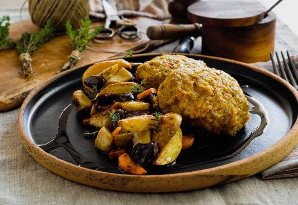 Μπιφτέκι κοτόπουλο με βρώμη στον φούρνο με αγκινάρες, baby πατάτες, καρότα και ελιές