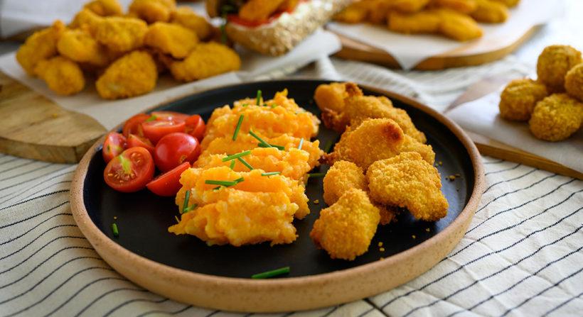 Μπουκιές κοτόπουλο πανέ με πουρέ καρότο